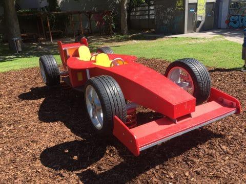 1060 Alfred Grünwald Park: Spielauto von FREISPIEL