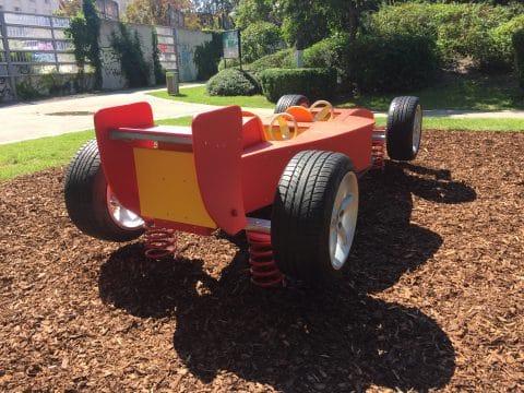1060 Alfred Grünwald Park: Spielplatz mit Spielauto von FREISPIEL, dem Spielplatzbauer