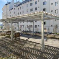 Kaunitzgasse Pavillon mit Metallmasten