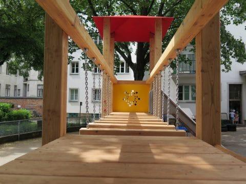Spielanlage in der Grabnergasse - Wackelbrücke