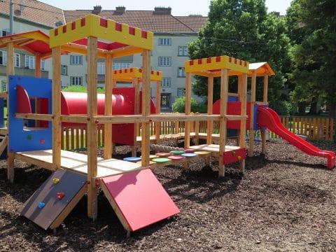 Spielgeräte von FREISPIEL in Eschenallee