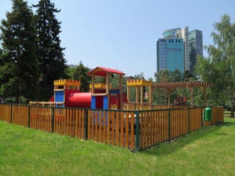 Spielplatz und Spielgeräte von FREISPIEL in Wien, Eschenallee