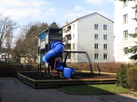 Kinderspielplatz 1100 Wien, Grenzackerstraße 7-11: Blaue Röhrenrutsche