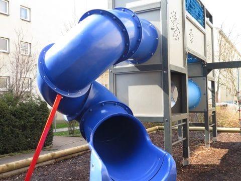 Kinderspielplatz 1100 Wien, Grenzackerstraße 7-11: Moderne Turmanlage aus Metall