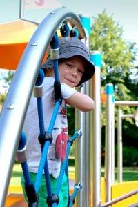Kind bei der Spielanlage Max