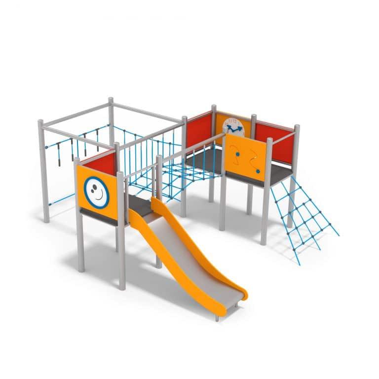 Spielanlage mit Kletternetzen und Metallrutsche