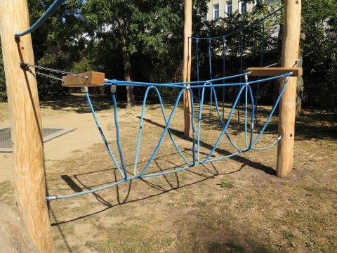 Dreiseilbrücke von FREISPIEL, dem Spielplatzbauer