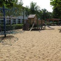 Spielplatz mit gereinigten Sand am Jakob Bindel Platz, Wien