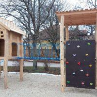 Spielkombination Baumhaus und Kletterwand mit Rutsche