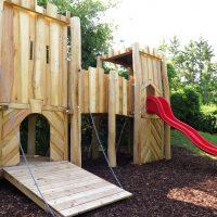 Burganlage für einen Kinderspielplatz von FREISPIEL - Zugbrücke
