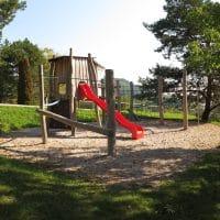 2803 Schwarzenbach, Föhrensiedlung: Spielplatz von FREISPIEL