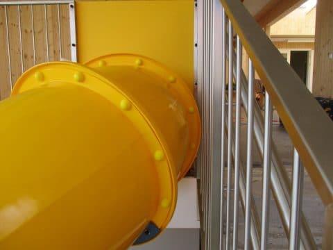 Sichere Indoor-Rutsche in gelb von FREISPIEL