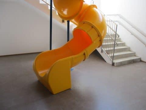Indoor-Rutsche im Kindergarten von FREISPIEL