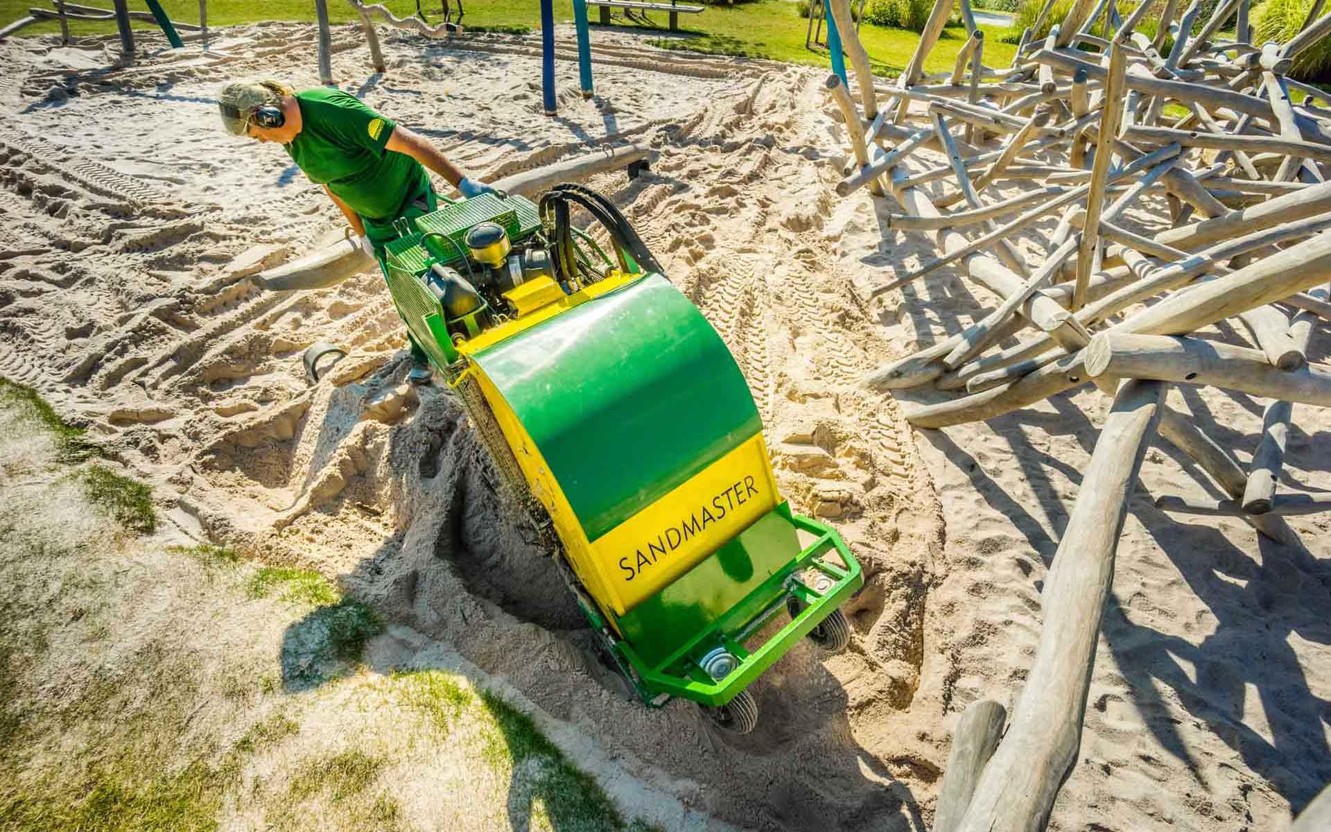 Sandmaster bei einer Sandreinigung