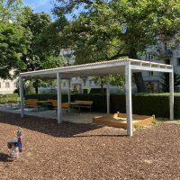 Pavillon als Überdachung für Sandkiste und Sitzgelegenheiten