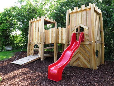 Burganlage für einen Kinderspielplatz von FREISPIEL