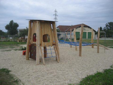 2203 Großebersdorf: Spielplatz