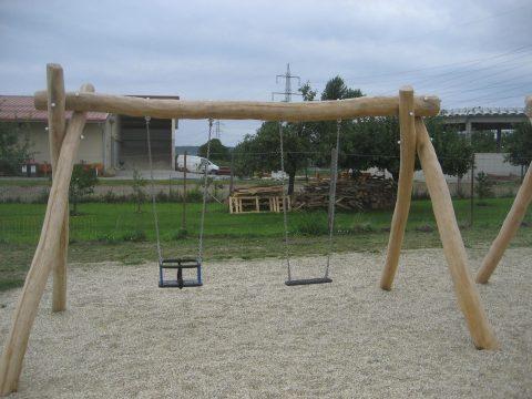 2203 Großebersdorf: Schaukel für kleinere und größere Kinder