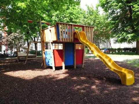 1060 Wien, Stumpergasse, Hubert Marischka Park - Kinderspielplatz mit gelber Rutsche