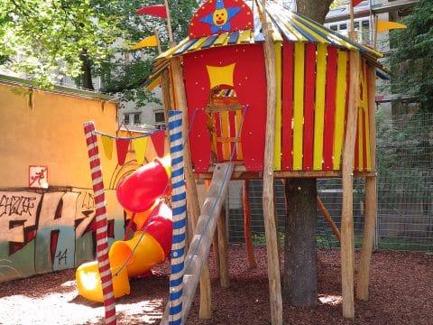 Besondere Spielkombination im Hubert Marischka Park - vom Spielplatzbauer FREISPIEL geplant und umgesetzt