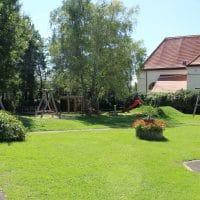 2135 Altruppersdorf: Spielplatz im Park