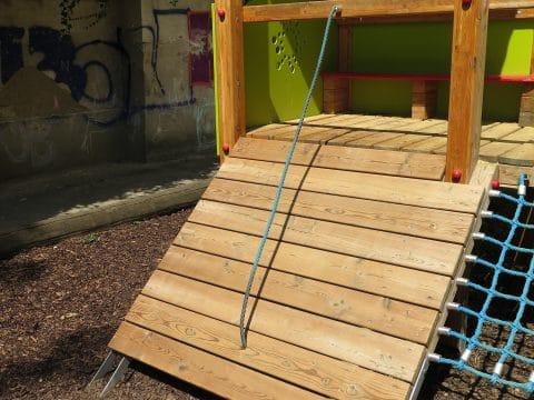 1100 Wien, Neilreichgasse/Dampfgasse, Waldmüllerpark: Rampe mit Seil