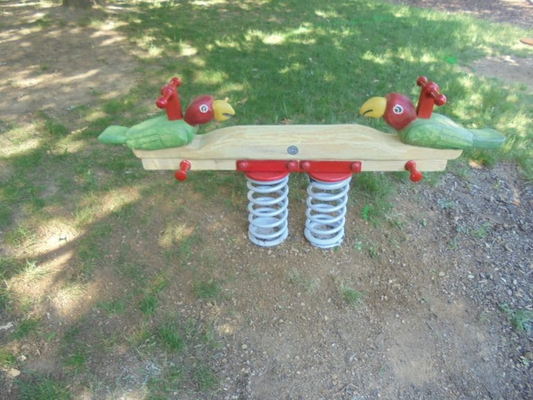 Balkenfederwippe für einen Kinderspielplatz von FREISPIEL