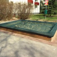 Sandkasten mit Netzabdeckung von FREISPIEL, dem Spielplatzbauer aus Wien