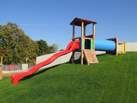 Spielgerätkombination Doppel-Turmanlage Max von FREISPIEL für Kleinkinder mit Rutsche