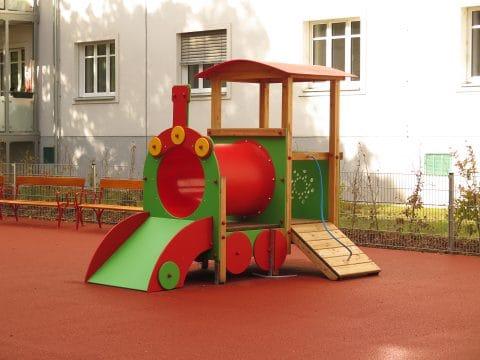 Spielkombination Lokomotive für Kinderspielplätze bei FREISPIEL kaufen