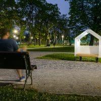 Smile Kinetic Lumi Solar Bench von FREISPIEL: Leuchtende Parkbank