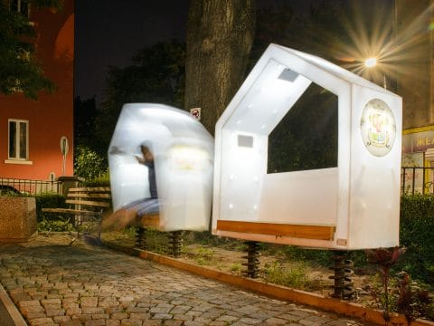 Smile Kinetic Lumi Solar Bench von FREISPIEL - leuchtem im Dunklen