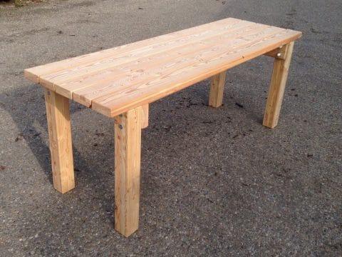 Tisch aus Holz bei FREISPIEL kaufen
