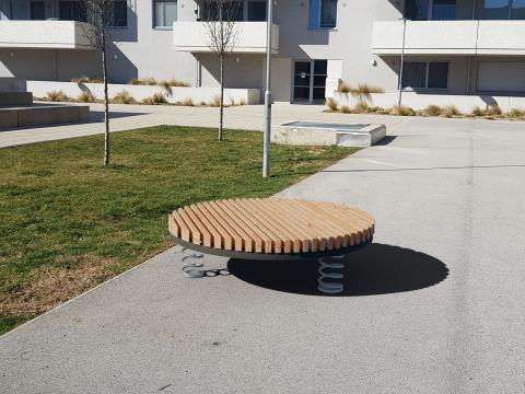 Sit & Move Circle auf Asphalt