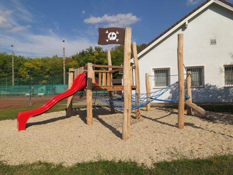 Piratennest für einen Kinderspielplatz von FREISPIEL - Rutsche
