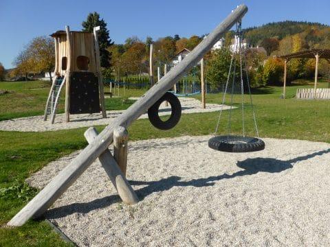 Pendelschaukel für einen Kinderspielplatz von FREISPIEL kaufen