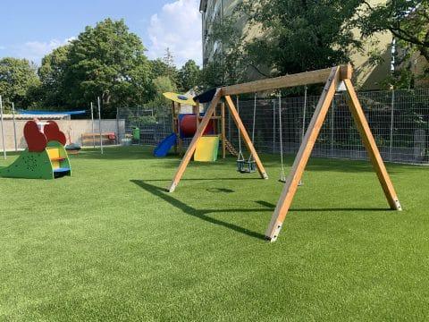 neuer Spielplatz in Himberg mit Kunstrasen