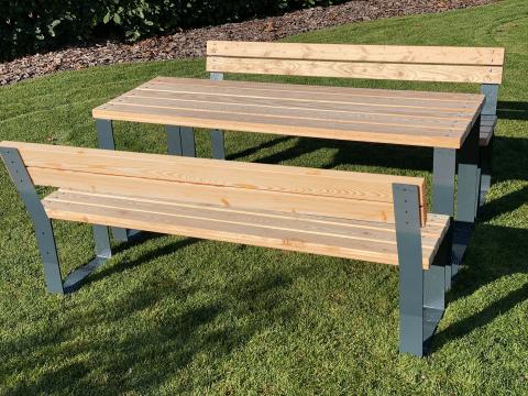Sitzgruppe mit Lehne aus Holz